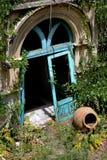Umbral al edificio abandonado en Taormina Foto de archivo