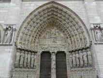 Umbral arqueado en la catedral de Notre Dame, París Imagen de archivo