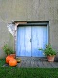 Umbral rústico con la decoración del otoño Imagenes de archivo