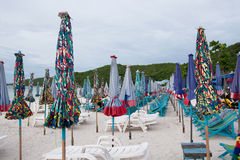 Umbrellas on the beach at Koh Lan Royalty Free Stock Photos