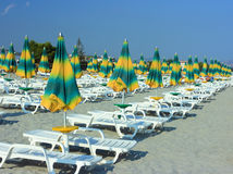 Umbrellas and sunbeds on beach Royalty Free Stock Photos