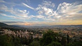 Umbrië, Italië, landschap van de stad van Assisi stock foto's