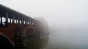 Umfaßtes brigde in Pavia Stockfotos