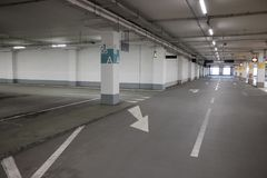 Umfaßtes Parkleeres Mall Lizenzfreie Stockfotografie