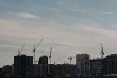 Umfangreicher Bau auf den Stadtränden der Stadt Stockfotos