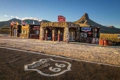 Umgebaute kühle Frühlingsstation in der Mojavewüste auf historischem ro Stockfotos