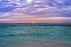 Umgebendes Meer und Himmel Stockbild
