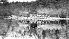 Umgedreht - Kabine durch See lizenzfreie stockfotos