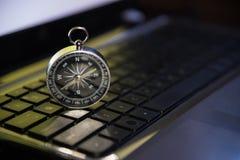 Umgehen Sie anzuvisieren das Glänzen, auf Tastaturmetapher oder Tendenz von busin Stockbild