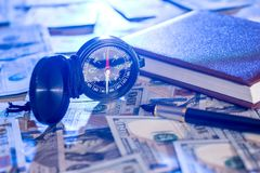 Umgehen Sie auf USA hundert Dollar mit Anmerkung, Stift Stockfotografie