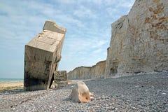 Umgekehrtes Blockhaus von Sainte-Gänseblümchen-sur-MER Kiesel, Felsen und Klippen Bucht von Somme Frankreich Lizenzfreies Stockfoto