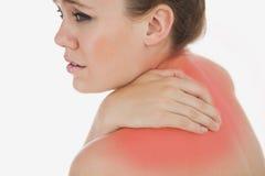 Umgekippte Frau, die unter Rückenschmerzen leidet Lizenzfreie Stockfotos