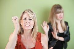 Umgekippte Mutter und Tochter Lizenzfreies Stockfoto