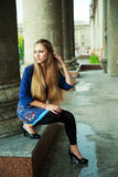 Umgekipptes Mädchen im Freien Lizenzfreie Stockfotos