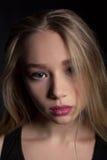 Umgekipptes trauriges der jungen schönen Jugendlichen und deprimiert - Archivbild Stockbild