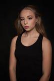 Umgekipptes trauriges der jungen schönen Jugendlichen und deprimiert - Archivbild Stockfotografie