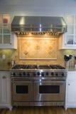 Umgestaltete luxuriöse moderne Küche Stockfotos