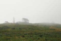 Umhang-Stangen-Leuchtturm, Neufundland, im Nebel Lizenzfreie Stockfotos