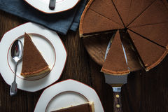 Umhüllungsscheibe des selbst gemachten Schokoladenkuchens Stockfoto