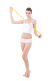 Uśmiechnięta kobieta z pięknym ciała mienia pomiaru taśmy isola Obraz Stock