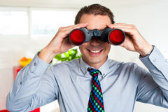 Uśmiechnięty męski kierownik szuka biznesowego sukces Obrazy Royalty Free