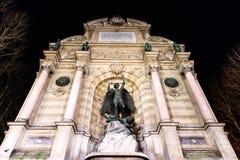 Umieszcza świętego Miche & swój fontanny Paryż w nighttime Obraz Stock