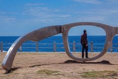Umieszczający w rzeźbie spacer fotografia royalty free