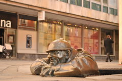 ?umil (Lettende op mens) - Beroemde atraction van Bratislava Stock Foto's