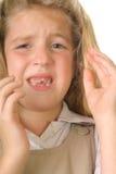 Umkippen des kleinen Mädchens ungefähr zum zu schreien Lizenzfreie Stockbilder