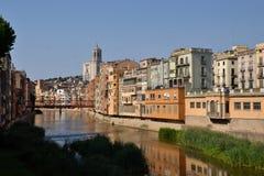 Umkleidet De, das in Girona, Katalonien, Spanien l'Onyar ist Lizenzfreies Stockbild