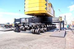 Umladungsanschluß für ladende Stahlerzeugnisse zu den Seeschiffen unter Verwendung der Uferkräne und der speziellen Ausrüstung im lizenzfreies stockfoto