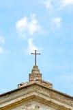 ummauern Sie abstraktes heiliges Kreuz in Italien Europa und der Himmel b Lizenzfreie Stockfotografie