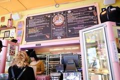 Ummauern Sie Menü am Wodu-Donut, Portland ODER Lizenzfreie Stockfotografie
