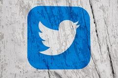 Ummauern Sie mit drawed populären Social Media-Ikonen Stockfotografie
