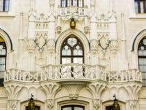 Ummauern Sie Nahaufnahme von Hluboka-Schloss in der Tschechischen Republik Lizenzfreie Stockfotos
