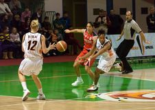 UMMC CONTRE le panier Tarente de Cras. Euroleague 2009-2010. Image stock