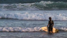 Umore praticante il surfing Fotografia Stock Libera da Diritti
