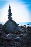Umore scuro alla costa pietrosa Fotografia Stock Libera da Diritti