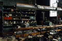 Umorusanego rocznika Maszynowy sklep - Zaniechana Szklana fabryka Zdjęcia Royalty Free