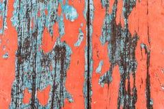 Umorusany stary stół z czerwonych i błękita kolorami Zdjęcie Stock