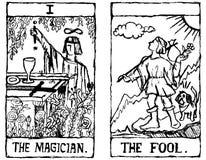 Umreiß mit zwei Tarot Karten Stockfoto