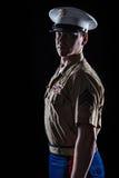Umreißen Sie Schuss von US-Marinesoldaten in der blauen formalen Uniform Lizenzfreies Stockfoto