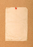Umschlag angebracht mit rotem Stift. stockbilder