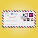 Umschlag mit Vektor der Stempel (Taube, Herz und Blumen) Stockbilder
