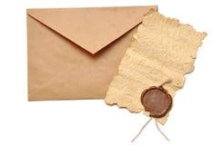 Umschlag und altes Papier Stockfotos