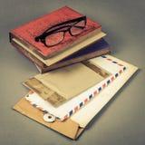 Umschlag und Buch Lizenzfreies Stockbild