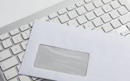 Umschlag und Tastatur Lizenzfreies Stockbild