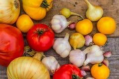 Umweltfreundliches Gemüse auf einem hölzernen Hintergrund Lizenzfreies Stockbild
