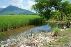 Umweltproblem, Müllgrube, Ackerland, verunreinigt Lizenzfreie Stockfotografie