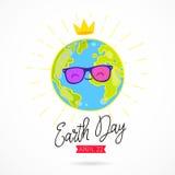 Umweltslogans, Sprechen und Phrasen über die Erde, die Natur und das gehende Grün Planet in der Sonnenbrille und mit einer Krone Stockfotografie